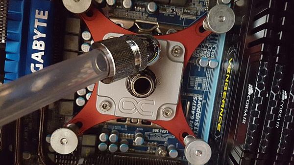 CM 690 III Devastator-alphacool-yellowstone-hf14-.jpg