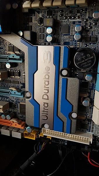 CM 690 III Devastator-gigabyte-ex58-ud5-2.jpg