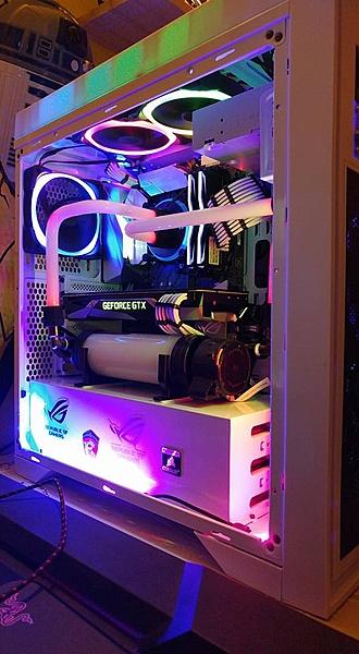 un paio di computer a liquido (hard tube)-27459649_1958131067547588_8070485723742191151_n.jpg