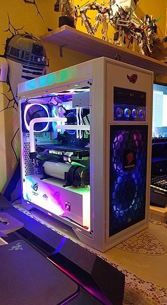 un paio di computer a liquido (hard tube)-27545481_1958130967547598_8296287861308160735_n.jpg