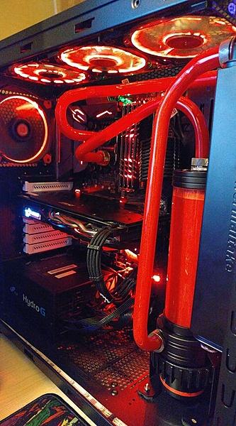 un paio di computer a liquido (hard tube)-27972091_1982000611827300_6988973903671412103_n.jpg