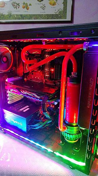 un paio di computer a liquido (hard tube)-27972861_1982035828490445_1414981417521676007_n.jpg
