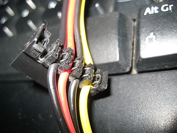 Connettore alimentazione sata-img_5685-medium-.jpg