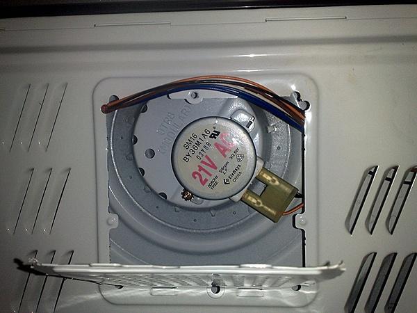 Motorino girapiatto del microonde morto - riesco trovare sostituto?-05032013974.jpg