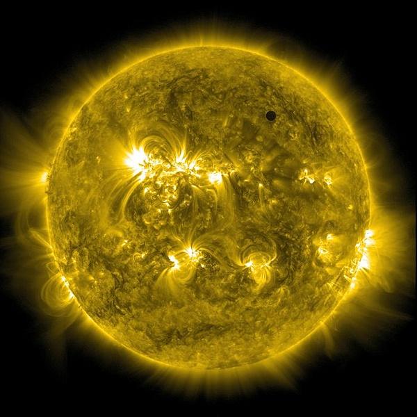 Venus vs Sun-passaggio.jpg