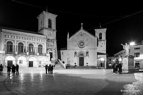 Piazza San Benedetto, Norcia-2013-04-12_21-14-33__dsc1406.jpg