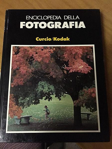 Clicca sull'immagine per ingrandirla  Nome:   Enciclopedia-della-fotografia-Curcio-Kodak-177f01b3.jpg Visite: 147 Dimensione:   232.3 KB ID: 45403