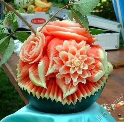 Ma gli auguri a Frency glieli facciamo?-angurie-fiori-arte-cibo.jpg