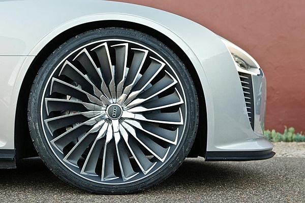 Audi e-tron Spyder-293480_10150319850521470_96585976469_8445482_2069760528_n.jpg