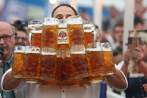 E gli auguri a Frency ?-27-one-liter-beer-mugs.jpg