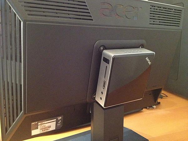 ZOTAC ZBOX nano XS AD11 (E-450 con 6320) mini-review!-zotac03.jpg