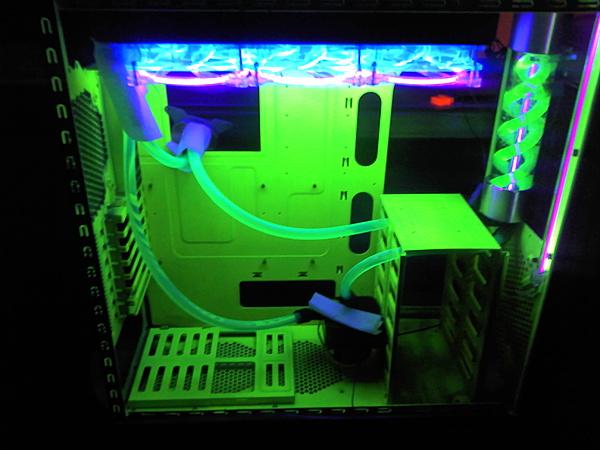 Cooler Master HAF 932 (RC-932 / RC-932-KKN5-GP / AM-932)-cooler-master-haf-932-wc-uv-theme-buckywootmaster.jpg