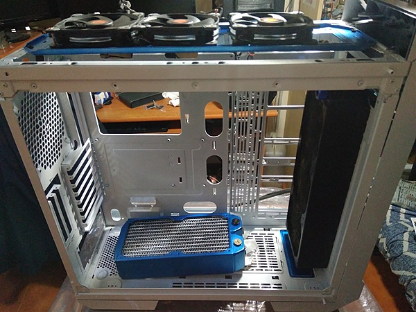 "Thermaltake View 71 "" W-B edition""-3.jpg"