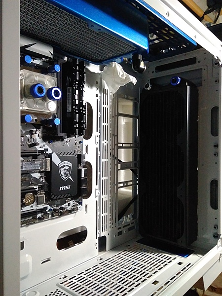"Thermaltake View 71 "" W-B edition""-6.jpg"