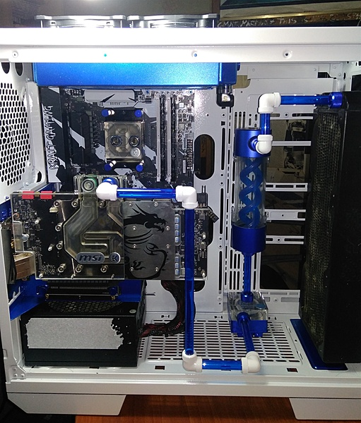 "Thermaltake View 71 "" W-B edition""-13.jpg"