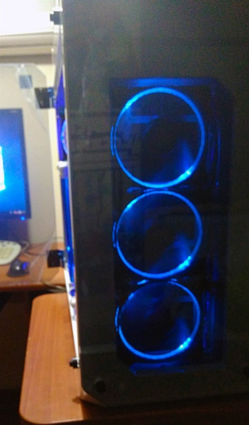 "Thermaltake View 71 "" W-B edition""-20.jpg"