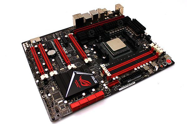 Confronto tecnico della CPU Intel i7 4960 X contro la CPU AMD FX 9590-asus_crosshair_v_formula-z_15.jpg