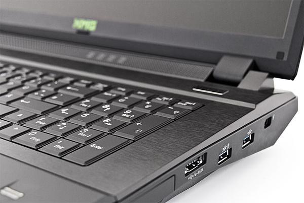 [VI + SPED] Notebook gaming XMG p723 PRO-3.jpg